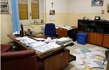 Rosolini. Raid vandalico negli uffici comunali, rubato il pc della segreteria generale