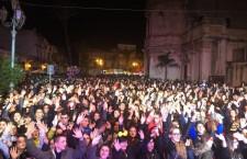 Carnevale con FM ITALIA, a Floridia e` subito allegro bagno di folla