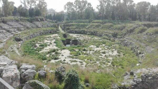 Siracusa. La domanda che cerca una risposta: chi pulisce l'area archeologica della Neapolis?