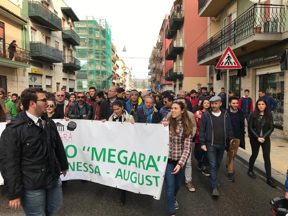 """Augusta. Studenti in piazza per difendere il porto, Vinciullo: """"Giovani di spessore al contrario di certi adulti"""""""