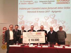 Consegna assegno Caritas Sicilia da Conad