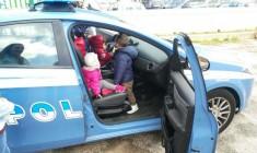 """Siracusa. La polizia all'asilo nido """"Celentano"""" di via Basilicata: """"Così ci presentiamo ai più piccoli"""""""
