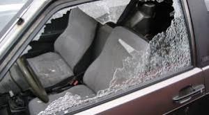 finestrino infranto furto auto