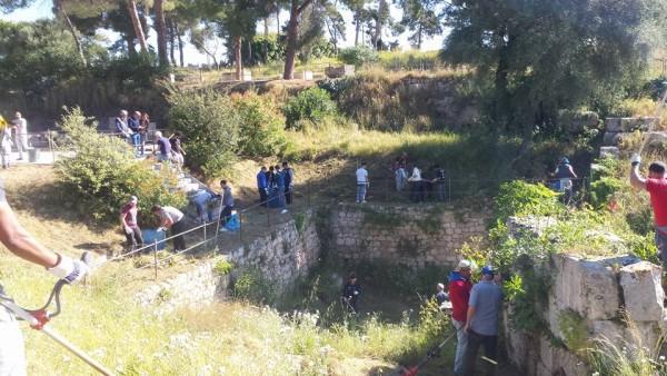 Siracusa. Un esercito di volontari all'Anfiteatro Romano: il sito ripulito da cittadini, assenti le istituzioni