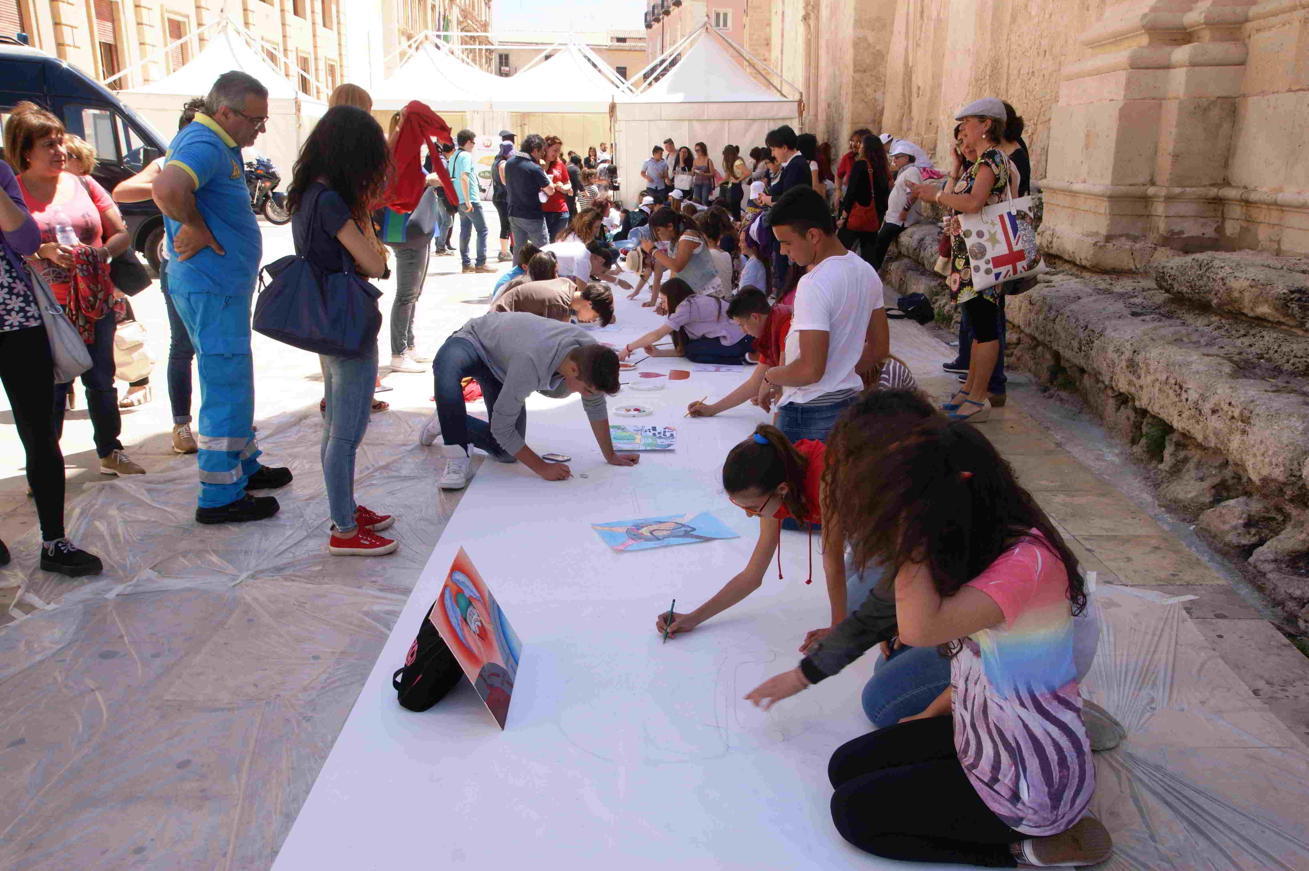 """Siracusa. """"Colora il tuo futuro"""", workshop in piazza Minerva per il via alla fase finale de """"Un casco vale una vita"""""""