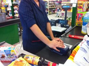 supermercato-cassiera