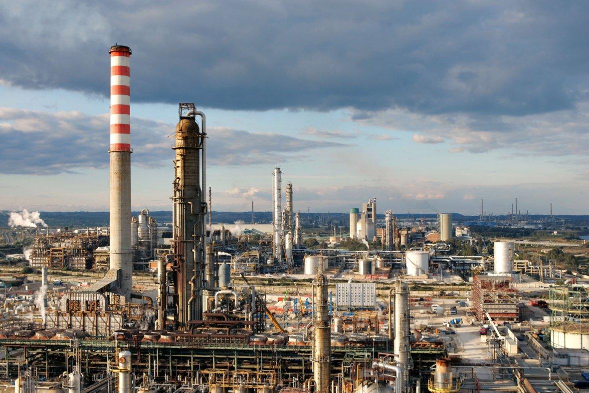 """Lukoil: tre acquirenti per Isab. La Cisl preoccupata: """"solo interessi economici"""""""