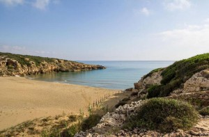la spiaggia di Calamosche o Funni Musca, isolata caletta della riserva naturale di Vendicari, in provincia di Siracusa