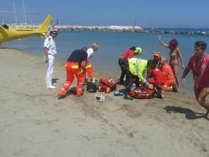 soccorsa in spiaggia