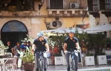 Siracusa. Notte brava di due turisti, facevano esplodere petardi in Ortigia. Sorpresi dai poliziotti in bici