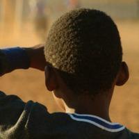 bambino-nero-di-spalla-200
