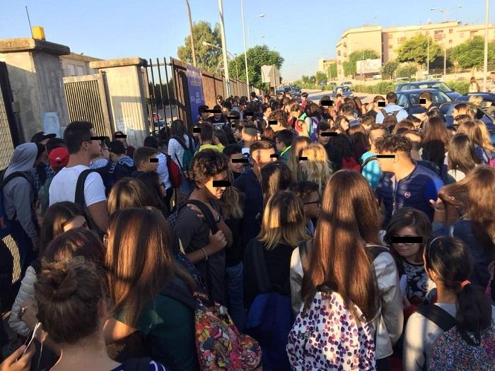 Siracusa. Libri comprati, classe non ancora formata: protestano le studentesse dell'Itas indirizzo moda