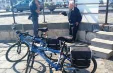 Siracusa. Vuole gettarsi dal ponte Santa Lucia, anziano salvato dai poliziotti in bici di Ortigia