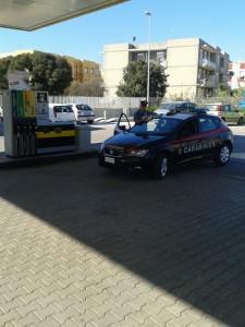 carabinieri distributore benzina