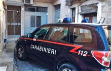Quattro colpi di fucile contro il portone di un pensionato: paura e inquietudine a Lentini