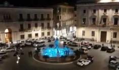 Siracusa. La Fontana di Diana, nuova illuminazione a led: potrà cambiare colore, le prove in un video