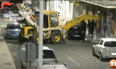 Siracusa. Sgominata la banda specializzata nel furto di sportelli bancomat: nove arresti, bottino da 200.000 euro