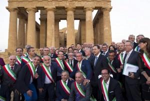 Vinciullo con Renzi e i Sindaci ad Agrigento per l'atto della firma del Patto per il Sud