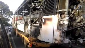 autobus ast in fiamme